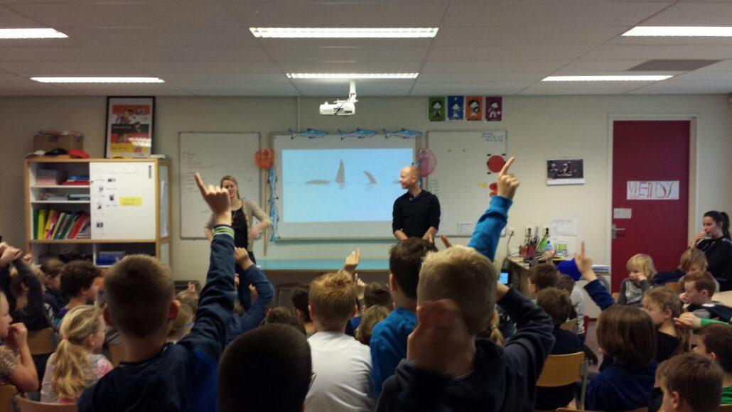 In de Noordzee op school