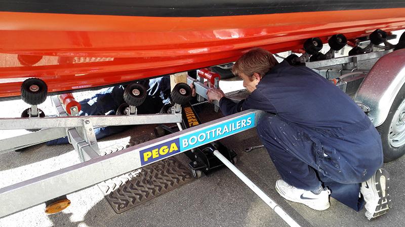 Pega adviseerde ons en verzorgde de trailer voor onze expeditieboot