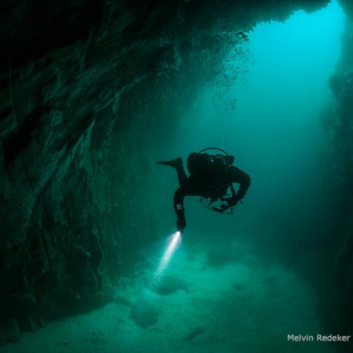 Duikenop een vulkaan in de Noordzee Fiona sea cave muckle ossa © Melvin Redeker