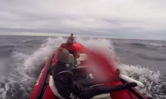 Verraderlijke zee zet streep door eerste duik (video)